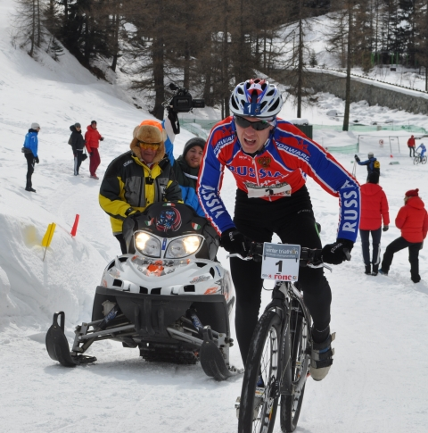 Helena Erbenova and Pavel Andreev repeat as Winter Triathlon World Champions