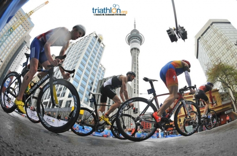 2012 ITU World Triathlon Series wrap up with highlights from Auckland
