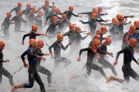 Essential triathlon training tips: Swimming in waves