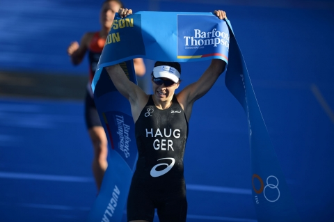 Anne Haug does it again in brilliant ITU Auckland World Triathlon Series win