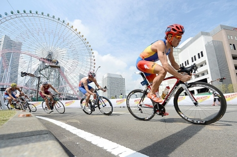 Silva looks for third title in Yokohama, while women's race remains open