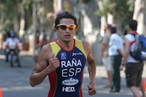Ivan Raña races on to new distances