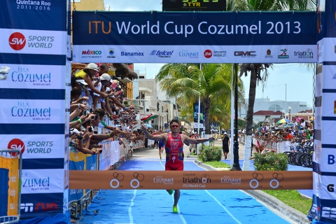 Javier Gomez golden again in Cozumel